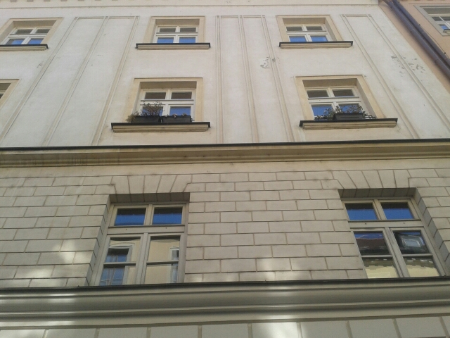 Na druhom poschodí tohto domu bývala Gizela Fleischmannová.