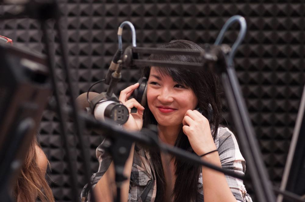 Claudia Tran v Rádiu FM.