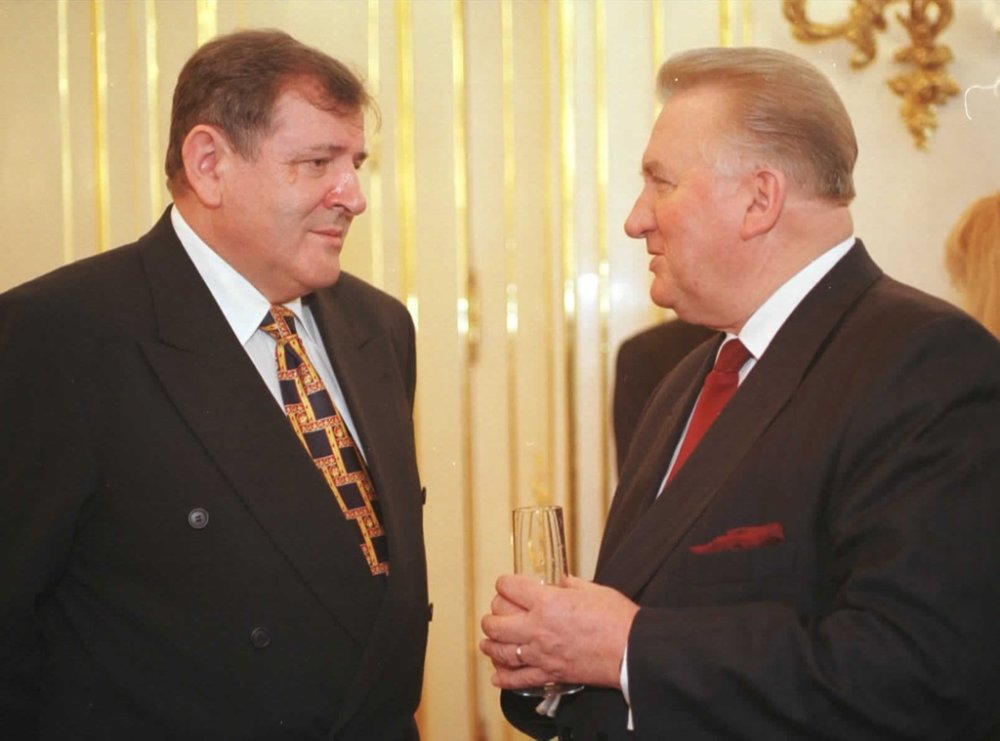 Prezident Michal Kováč s premiérom Vladimírom Mečiarom v roku 1998, tri roky po únose. Foto - tasr