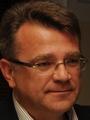 Rozdiel medzi 2. a3. miestom vsúboji opost predsedu Trnavského samosprávneho kraja bol pod¾a neoficiálnych koneèných výsledkov 55 volièských hlasov. Otento poèet predbehol József Berényi (SMK-MKP, OKS) kandidáta Ivana Uhliarika (KDH, SDKÚ-DS). Pri sèítaní hlasov bol Uhliarik stále na druhej pozícii za víazom Tiborom Mikušom (nezávislý). Poradie sa zmenilo až vzávere. Na snímke kandidát na župana Trnavského samosprávneho kraja Ivan Uhliarik v Trnave v nede¾u 10. novembra 2013. FOTO TASR - LukᚠGrinaj