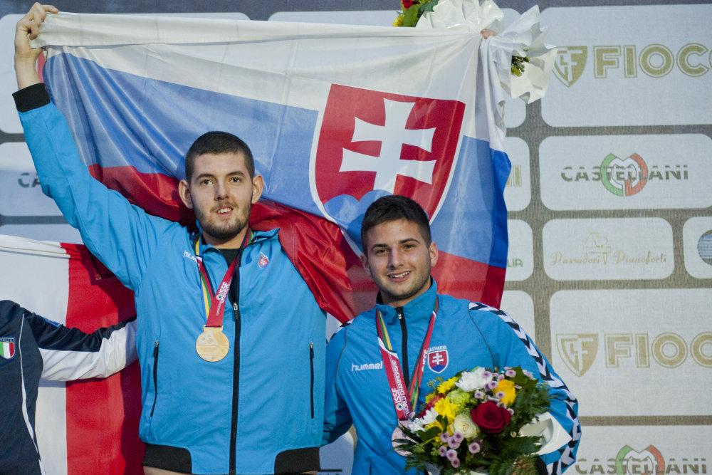 Filip Praj, vľavo, a bronzový Adrián Drobný. Foto - TASR