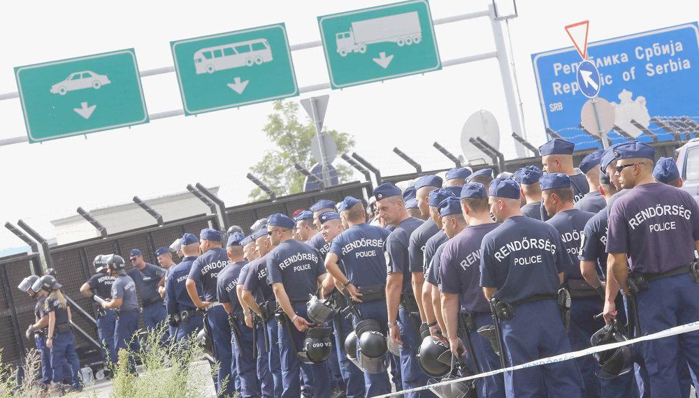Rodina Donii to ešte stihla, po novom cez maďarsko-srbské hranice neprejde nik. FOTO - TASR/AP