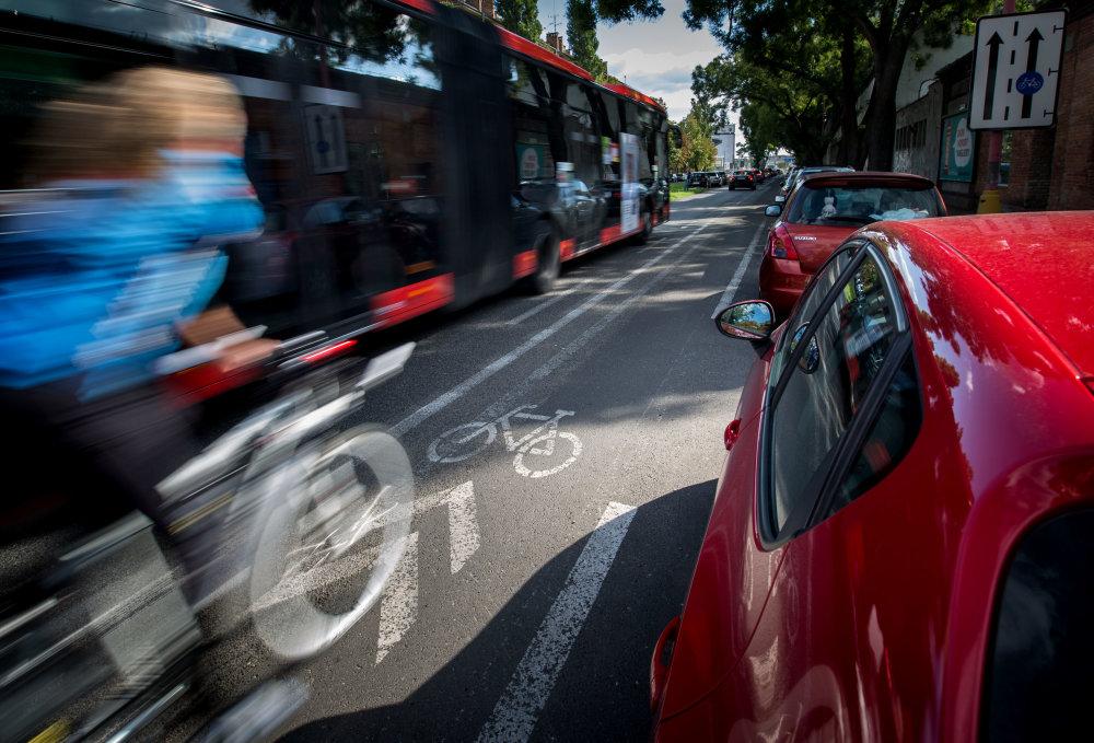 Jazda pri autobuse je adrenalínový zážitok. foto N - Tomáš Benedikovič