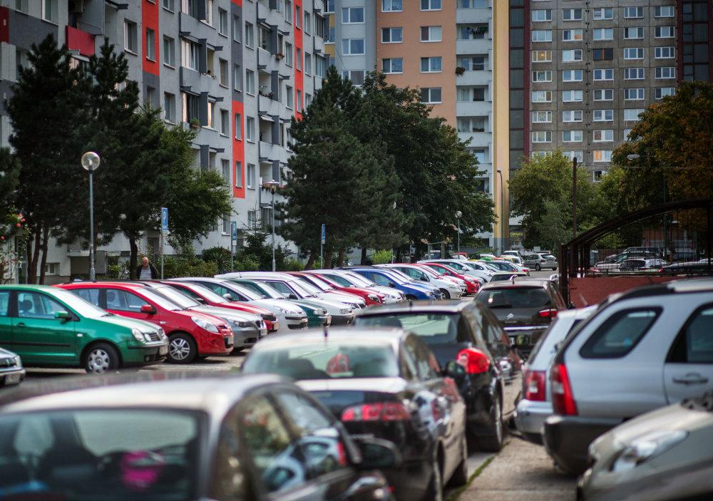 Parkovanie v Petržalke. Foto N - Tomáš Benedikovič