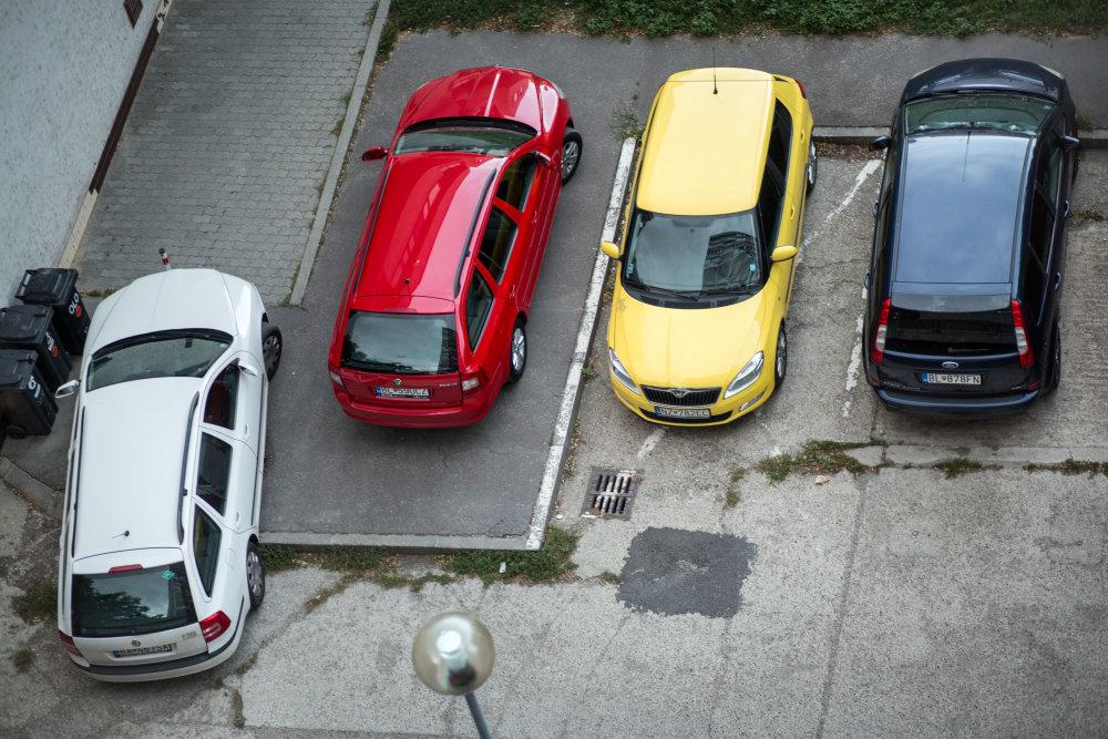 Bratislava, 10.9. 2015. Parkovanie v Petržalke. Foto N - Tomáš Benedikovič