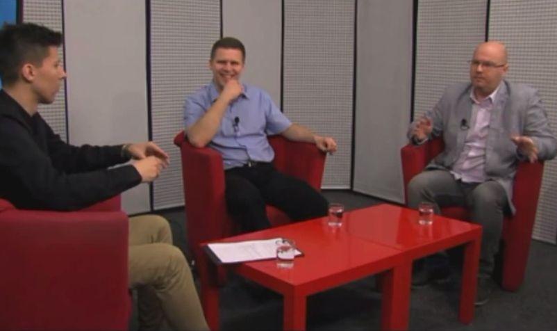 Televízny duel v TV BA z roku 2014 medzi Jánom Hrčkom a Jozefom Havrillom (napravo)