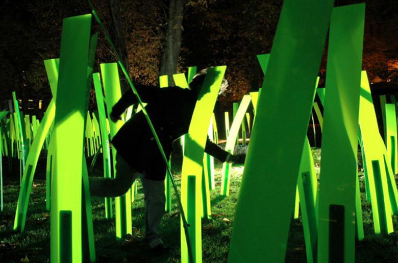 Vincent Leroy / Mechanické pole / FR, priestorová svetelná inštalácia, Medická záhrada, Blumentálska 10