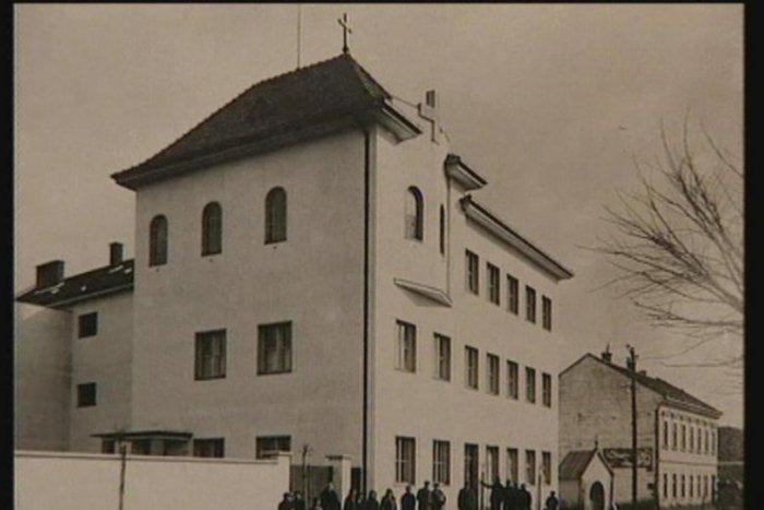 Kláštorná škola v Topoľčanoch, v ktorej nepokoje vypukli. Foto - Archív autorov dokumentu Miluj blížneho svojho