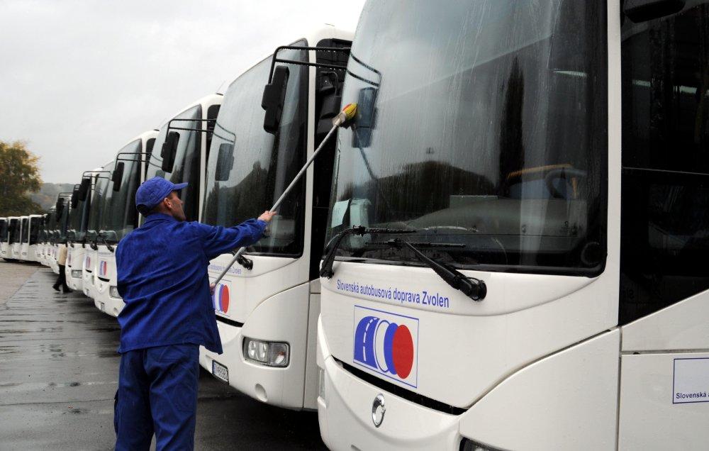 SAD Zvolen jazdí s takmer 600 autobusmi, do nitrianského tendru by mohol, keby chcel. Avšak nechce. Foto - TASR