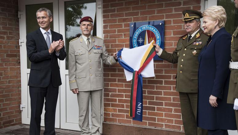 Začiatkom septembra otvoril náčelník vojenského výboru NATO Petr Pavel pracovisko styčného tímu v Litve. Foto - NATO