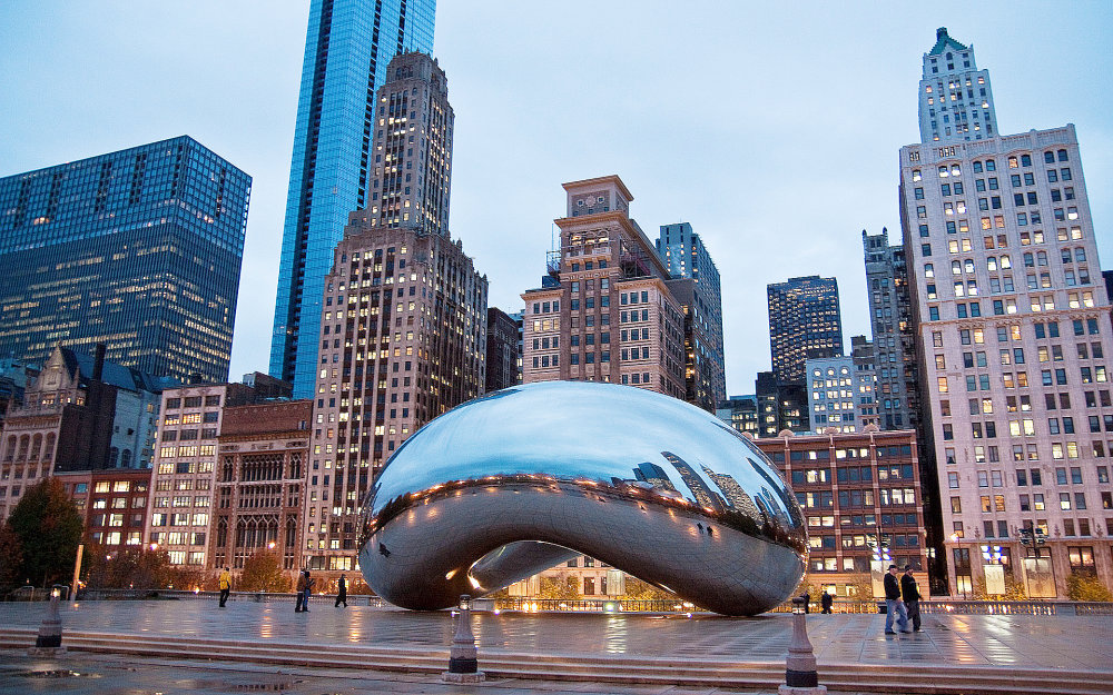 Anish Kapoor - Cloud gate (2006): Monumentálna realizácia svetoznámeho umelca v Chicagu priťahuje každoročne tisíce návštevníkov. Okrem toho ide o umelecky dôležité a výnimočné dielo.