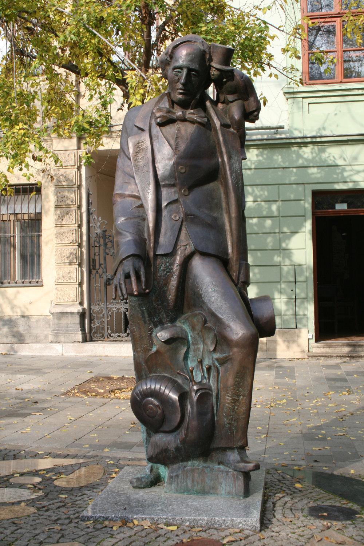 Tibor Bártfay-H.CH. Anderssen na Hviezdoslavovom námestí v Bratislave (2006).