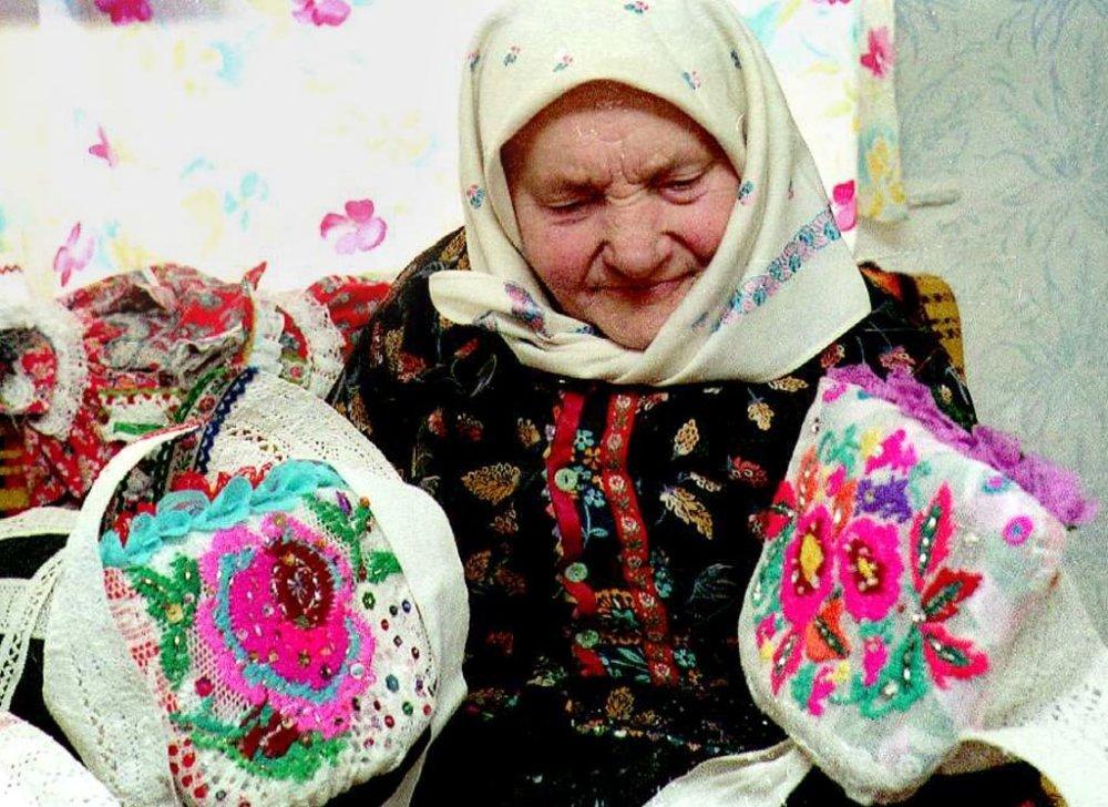 Šatky boli tradičnou pokrývkou hlavy aj na Slovensku. Foto - tasr
