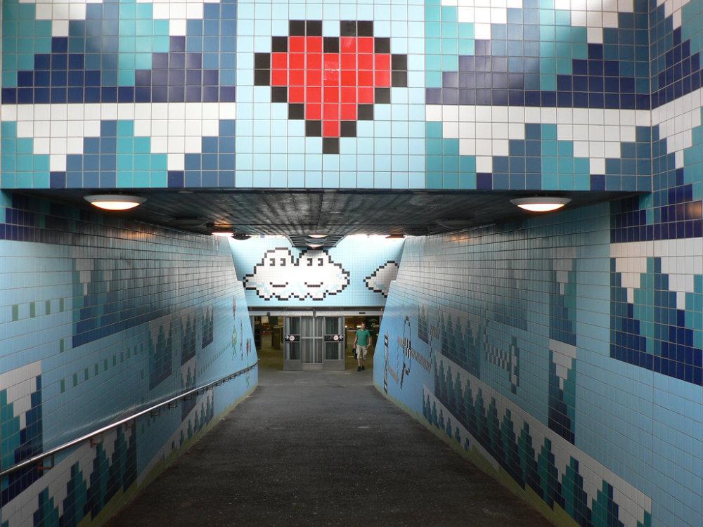 Na Štokholmskej zastávke metra Thorildsplan je nostalgická realizácia na námet 8-bitových hier.
