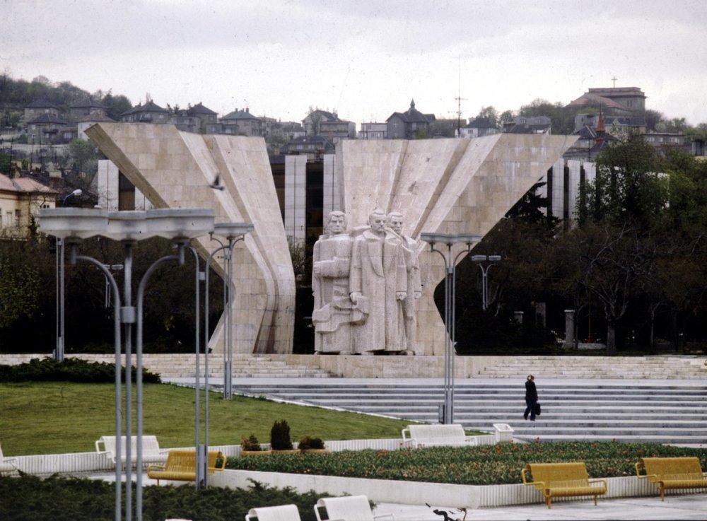 Pamätník bývalého československého prezidenta Klementa Gottwalda na vtedajššom Gottwaldovom námestí (dneššné Námestie slobody) v Bratislave na snímke z 13. októbra 1982. Foto archív TASR