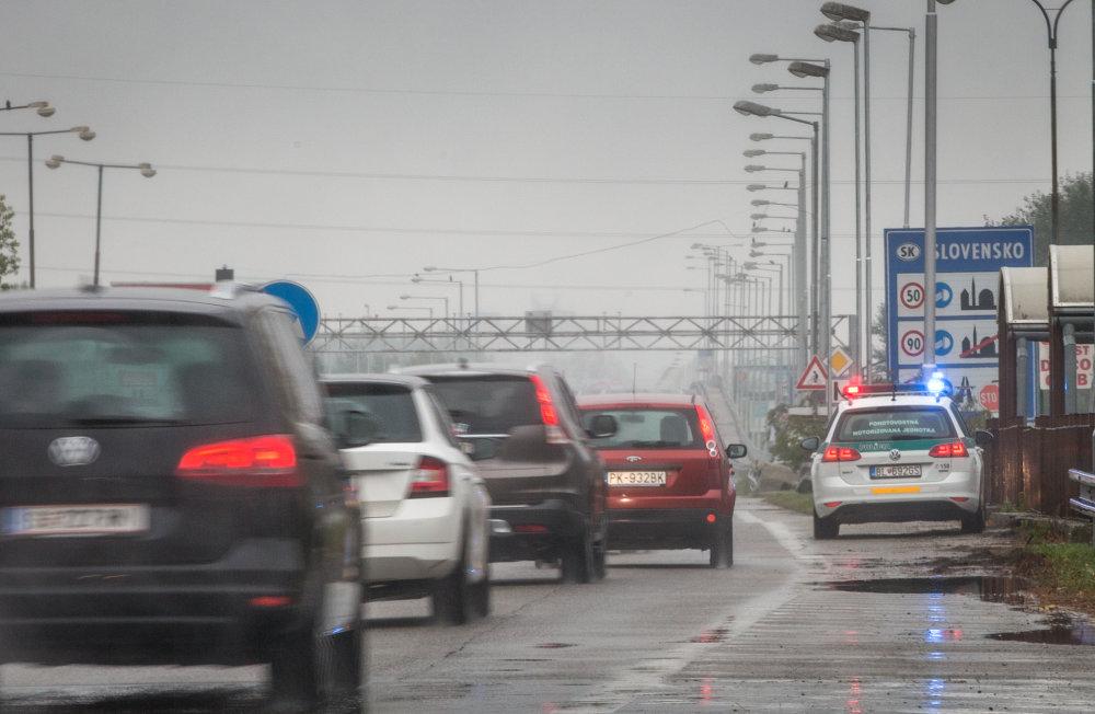 Bratislava, 14.10. 2015. Policajná hliadka na hraničnom priechode Berg. Foto N - Tomáš Benedikovič