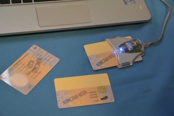Aj slovenské občianske preukazy už umožňujú komunikovať s úradmi cez web, v praxi to však využíva málokto.