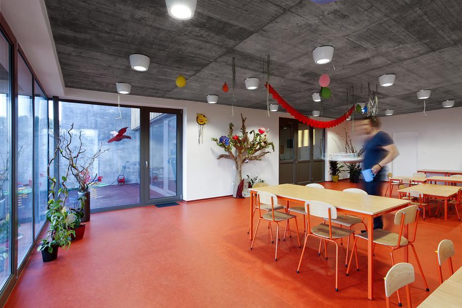 Škôlka v Limbachu je jednou z mála výnimiek dobrej architektúry aj medzi súkromnými projektmi. Foto - Tomáš Manina.
