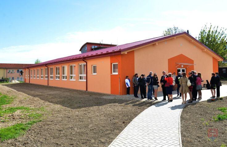 Modulová škola v Miloslavove, jedna z ukážok nových škôl, ktoré v týchto rokoch pribúdajú na Slovensku. Foto - Michal Svítok / TASR