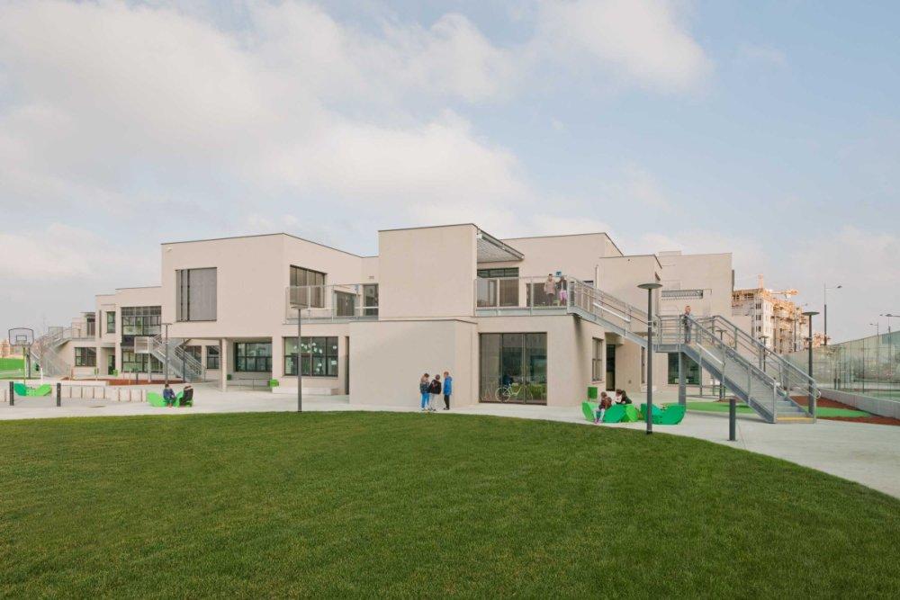 Základná škola vo Viedni od architektov PPAG z roku 2014. Foto - Hertha Hurnaus.