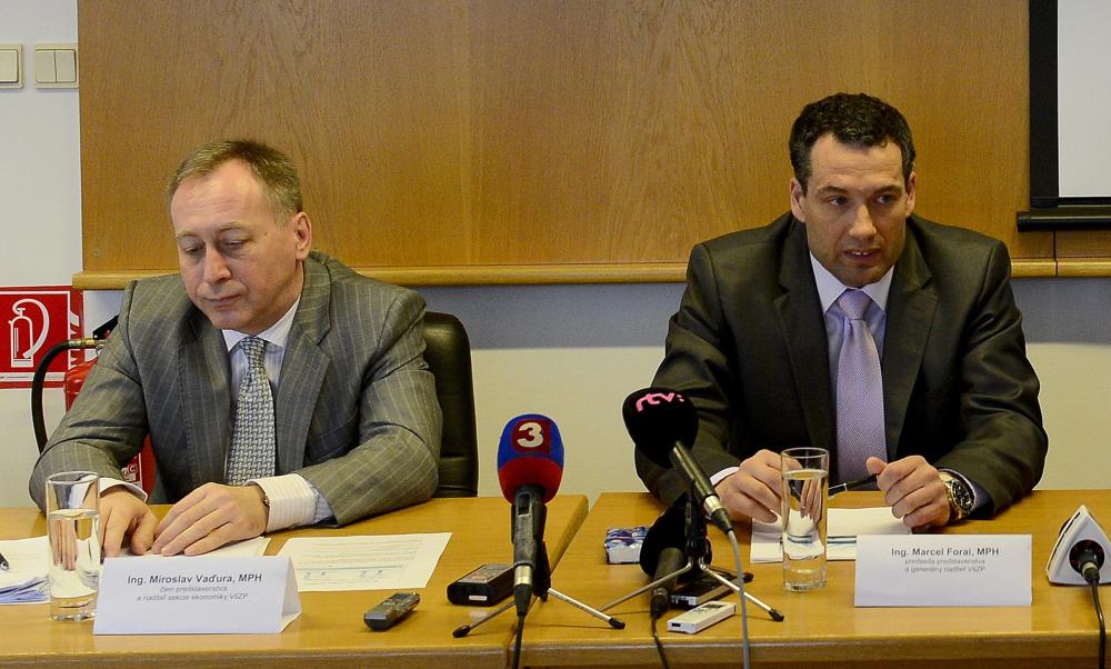 Bývalý a súčasný šéf poisťovne. Zľava súčasný šéf poisťovne Miroslav Vaďura a vedľa neho Marcel Forai, ktorú odstúpil pre zmluvy s tetou. Foto - Tasr