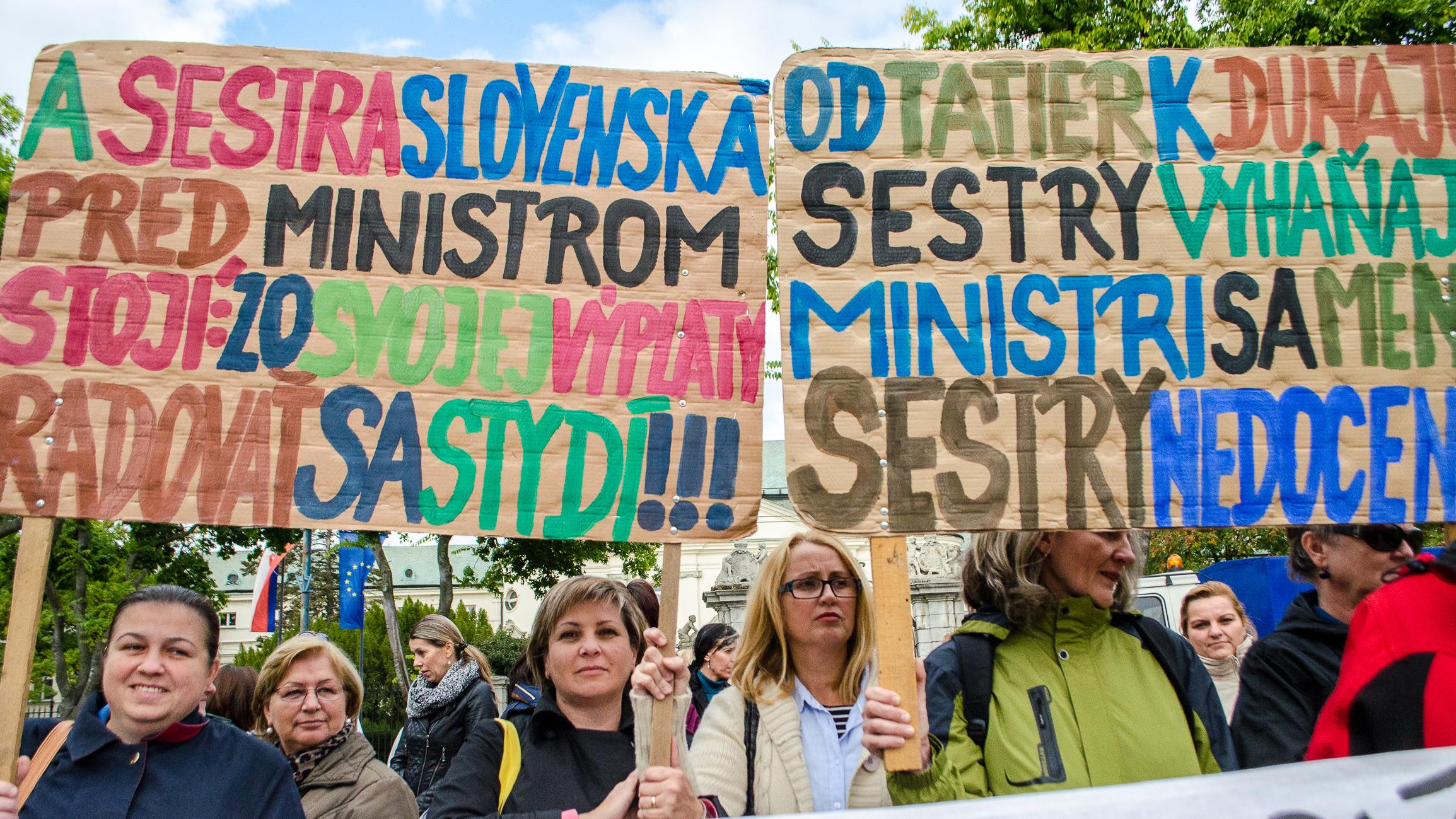 Sestry protestovali pred úradom vlády už v septembri. Foto – Tasr