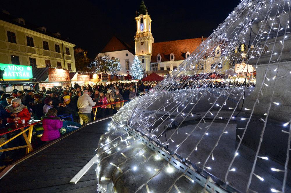 SNS by rada mala stánok na každom významnejšom vianočnom trhu, vrátane toho bratislavského. Foto - TASR