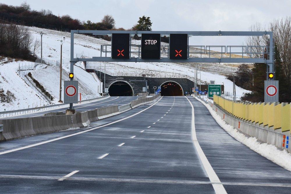 východný portál novootvoreného ïia¾nièného tunela Šibenik