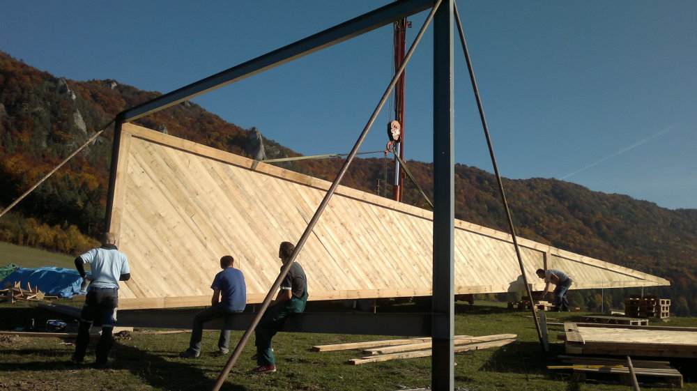 Zraková pyramída je nad Súľovom takmer hotová. Chýbajú peniaze a pár dní práce. Foto - Robo Blaško