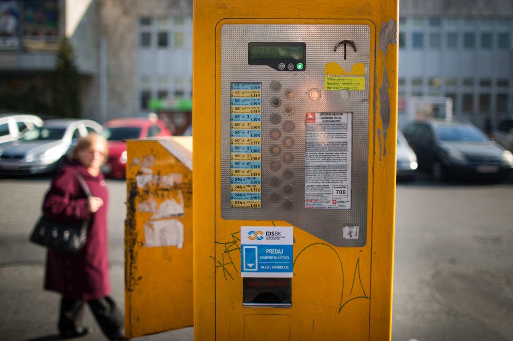 Automat na cestovné lístky bratislavskej integrovanej dopravy. Foto N – Tomáš Benedikovič