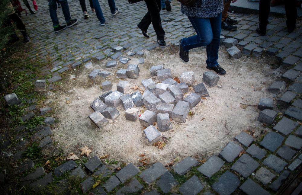 Na Námestí Slobody bol dokonca nápis vstup na vlastné nebezpečenstvo. Foto N - Tomáš Benedikovič