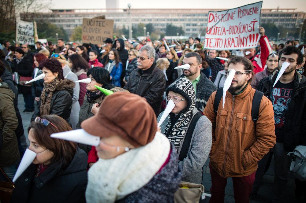 Bratislava, 5.11. 2015. Protest učiteľov na Námestí slobody. foto N - Tomáš Benedikovič