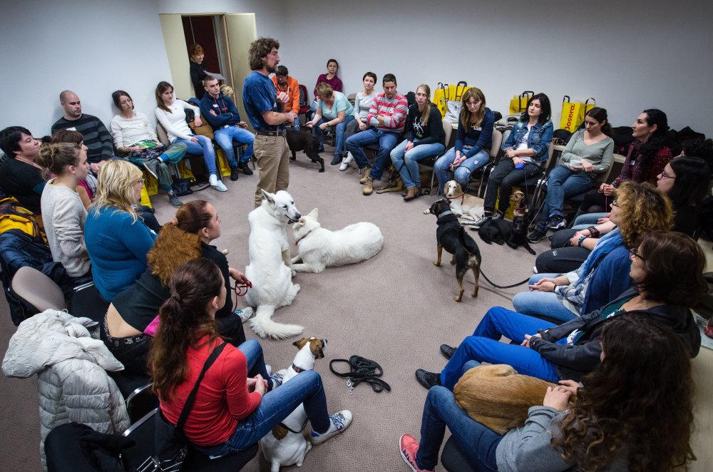 Rudolf Desenský počas bratislaveského kurzu o výchove psov. foto N - Tomáš Benedikovič
