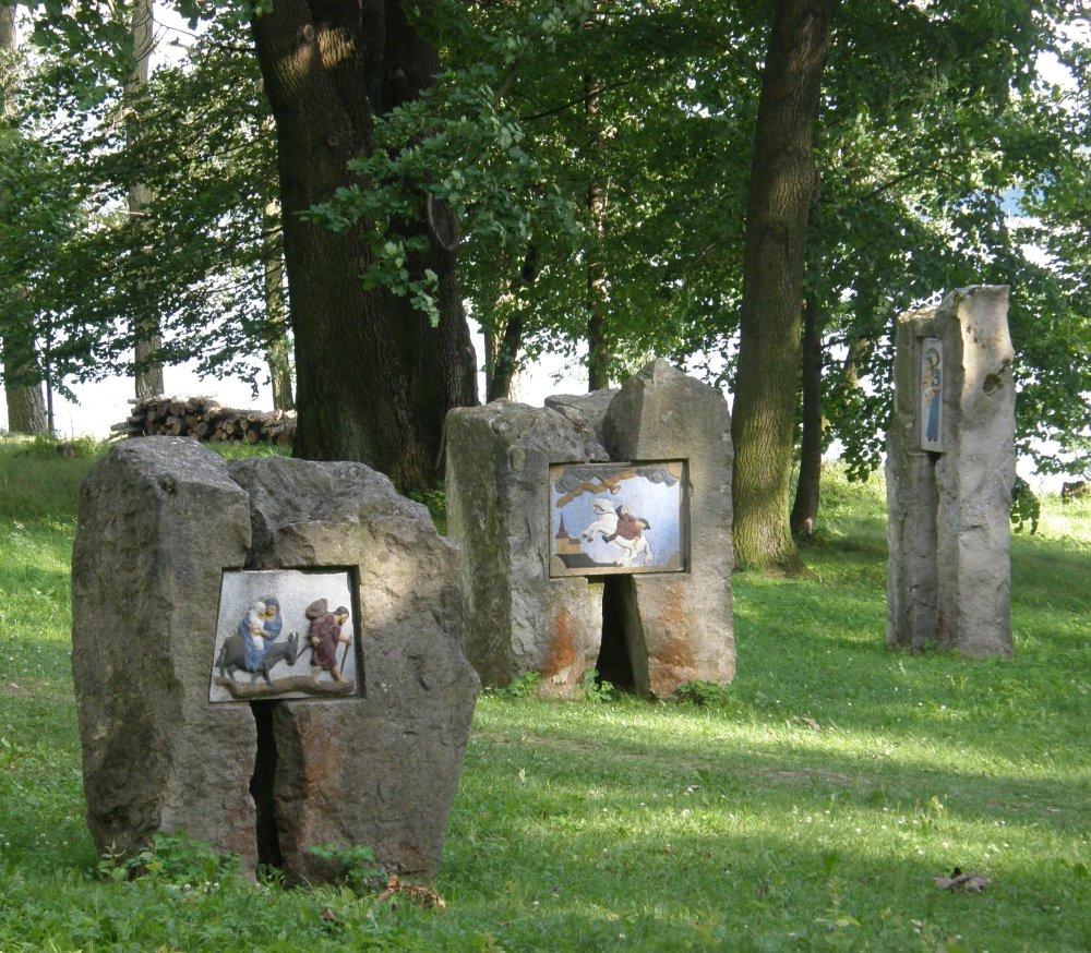 Slanický ostrov umenia, Oravská priehrada, expozícia oravskej kamenárskej tvorby. Foto - archív OG