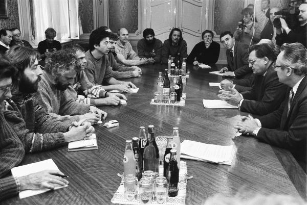 Počas revolúcie v novembri 1989. Foto - tasr