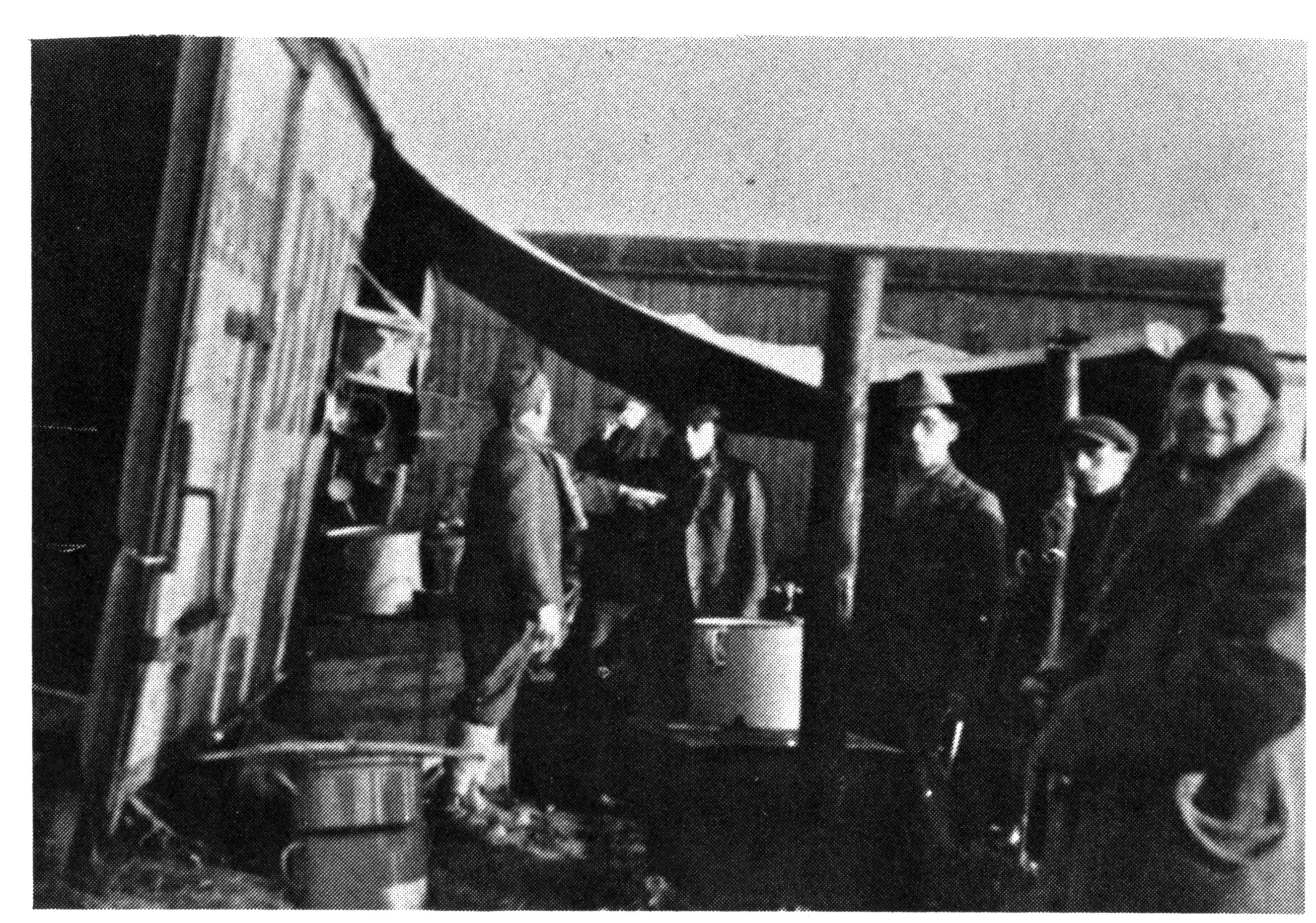 Provizórny utečenecký tábor na území nikoho, v okolí dnešných Nových Košarísk. Zdroj - Archív Martina Mózera