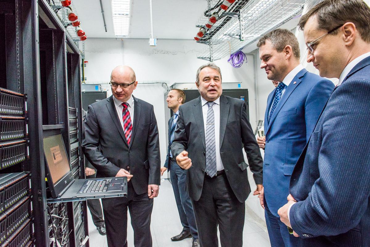 Nové laboratóriá zamerané na IT v Mlynskej doline. Vzniklo tu datové centrum a niekoľko laboratórií spolu s firmami. Foto - STU