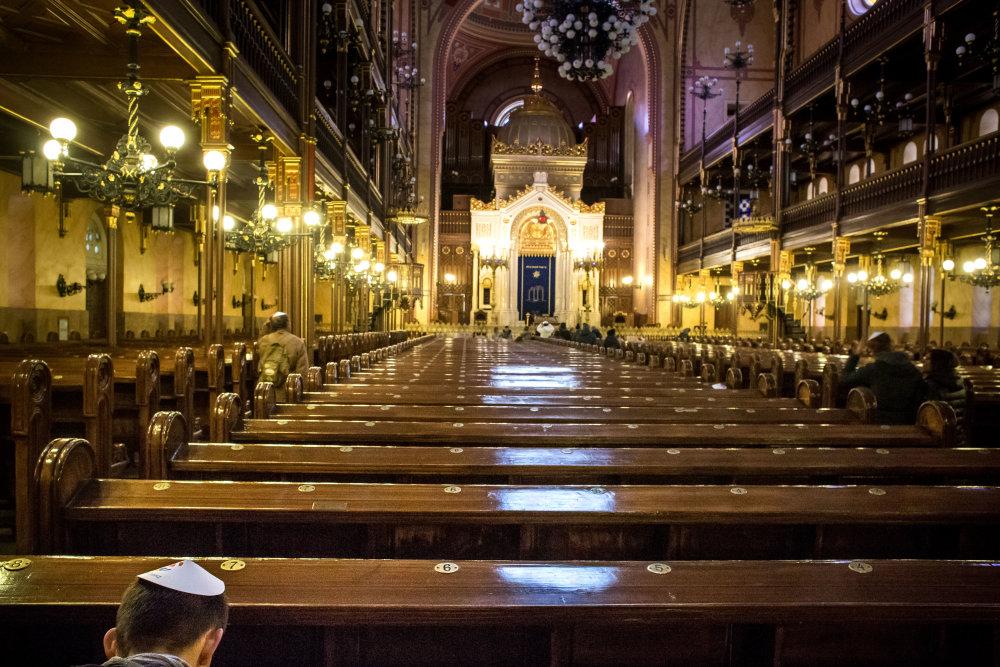 Vo vnútri vyzerá skôr ako katedrála než synagóga. Foto N - Vladimír Šimíček