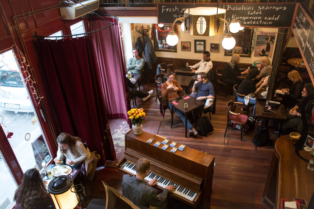 Café Spinoza, kúsok od synagógy na Tabakovej ulici. Foto N - Vladimír Šimíček