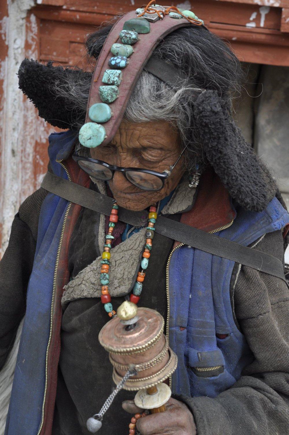 Už iba niekoľko starých žien v indickom Ladakhu realizuje modlitebný okruh v plnej paráde.