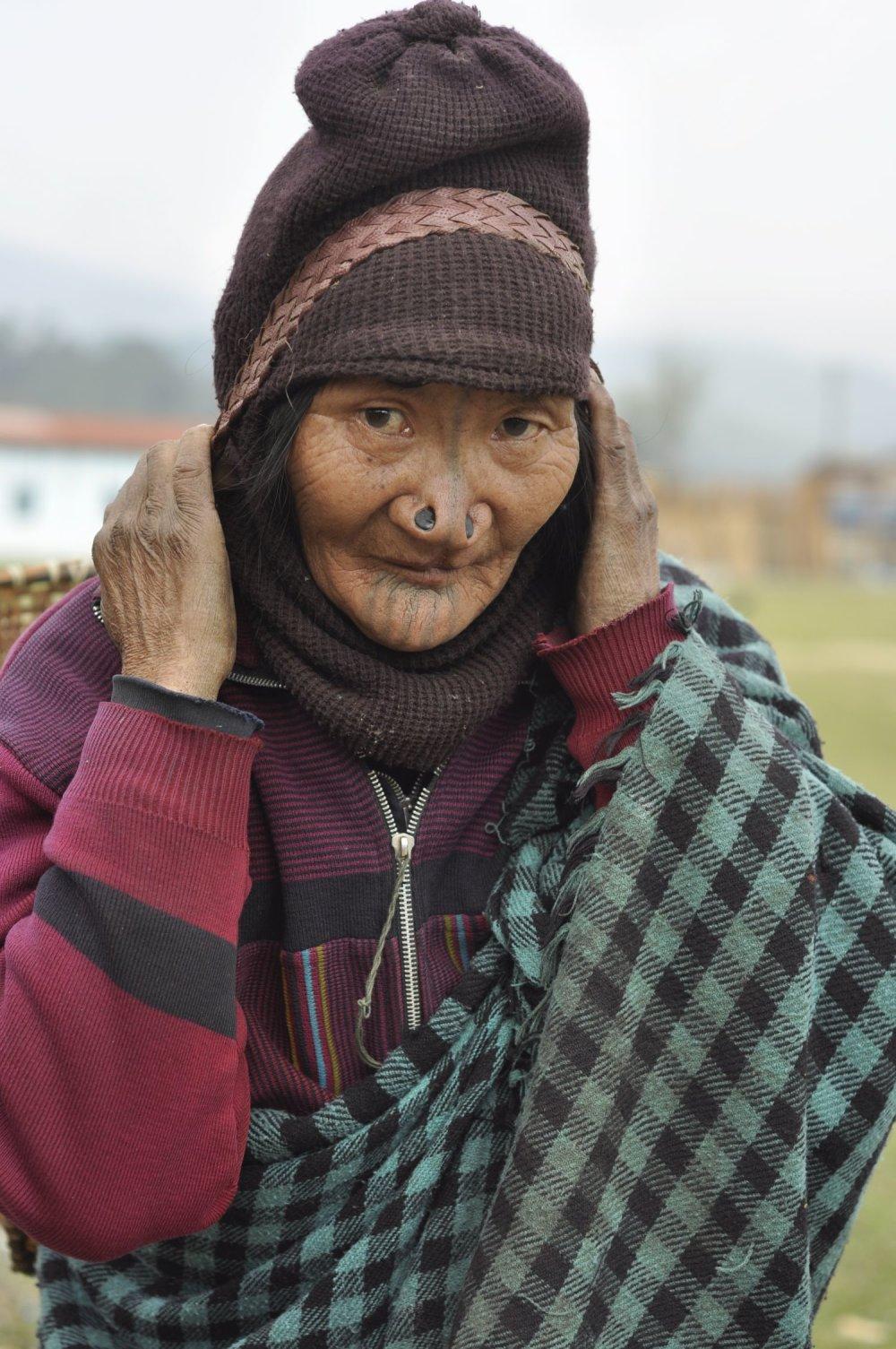 Zátky v nose v údolí Ziro v Indii majú už iba najstaršie ženy.