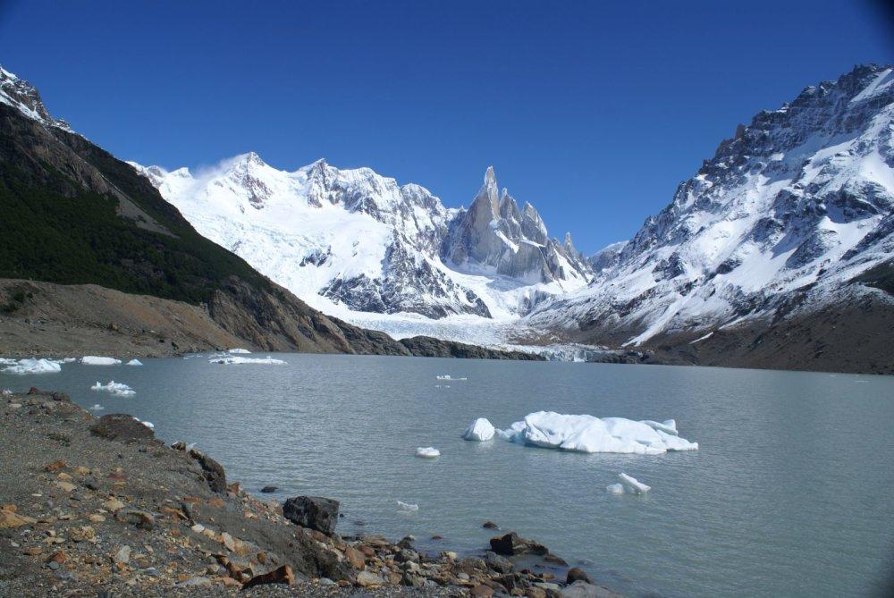 Národný park Los Glaciares s úžasnými ľadovcami a štítmi v Južnej Amerike.