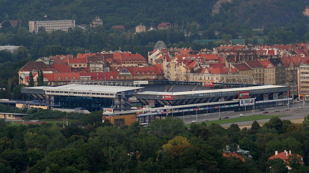 Národný štadión chceli v Prahe pôvodne stavať na Letnej, miesto štadiónu Sparty (na fotke). Okrem toho sa ako vhodná lokalita spomínal Strahov, Nové Butovice či naposledy Letňany. Ani jeden plán sa zatiaľ neujal. Foto - Wikipedia