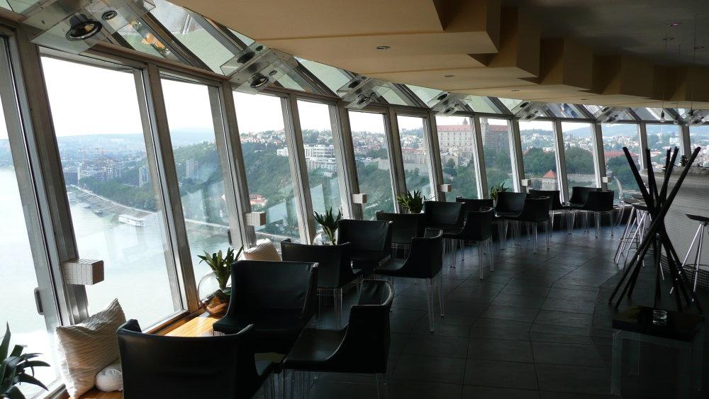 UFO, reštaurácia na Moste SNP, Bratislava, Foto Orange.man.