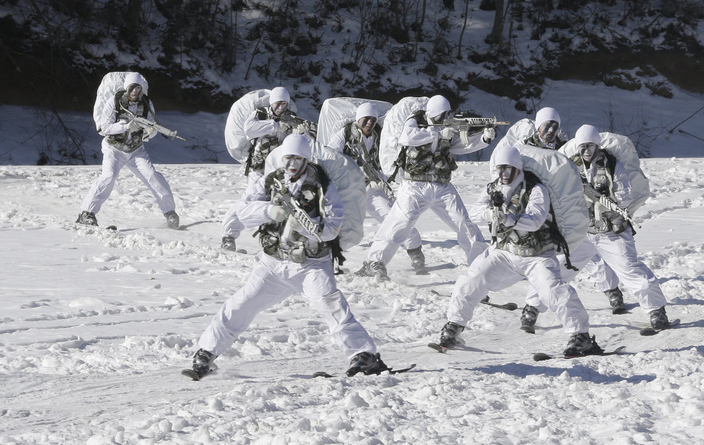 Juhokórejská armáda na lyžiach. foto - TASR/AP