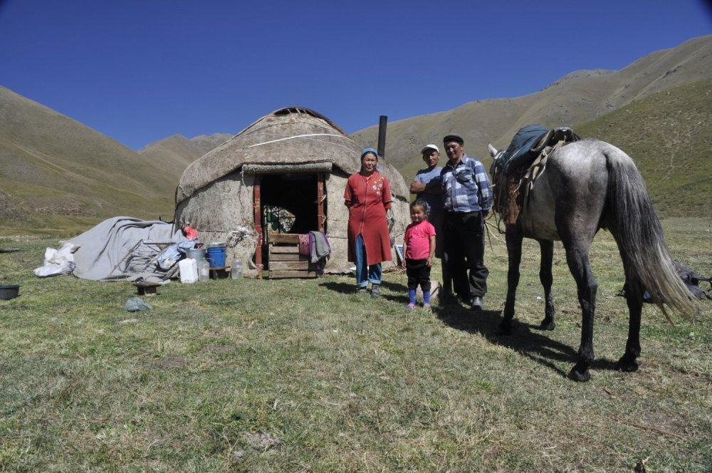 Po troch dňoch putovania z Biškeku, hlavného mesta Kirgizska, na juh, stretol Michal domácich. Bol prvým cudzincom, ktorého tam videli za posledných 10 rokov.