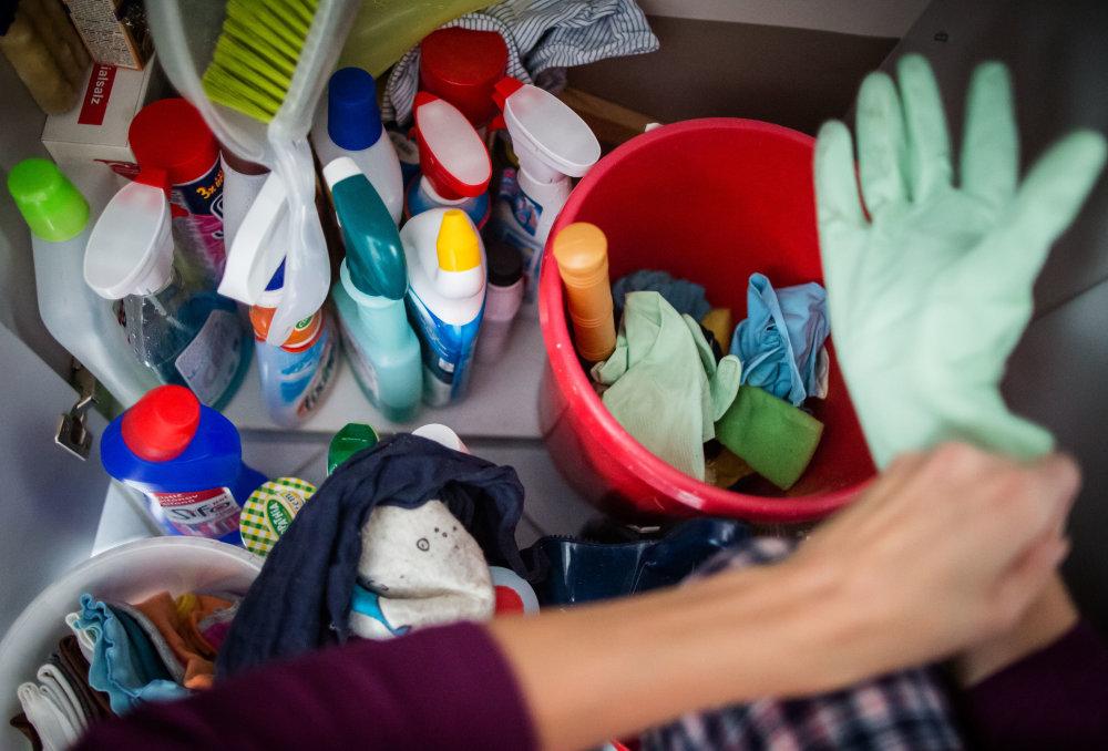 Upratovanie - doplnkový príjem pre vysokoškolsky vzdelaných ľudí. foto N – Tomáš Benedikovič