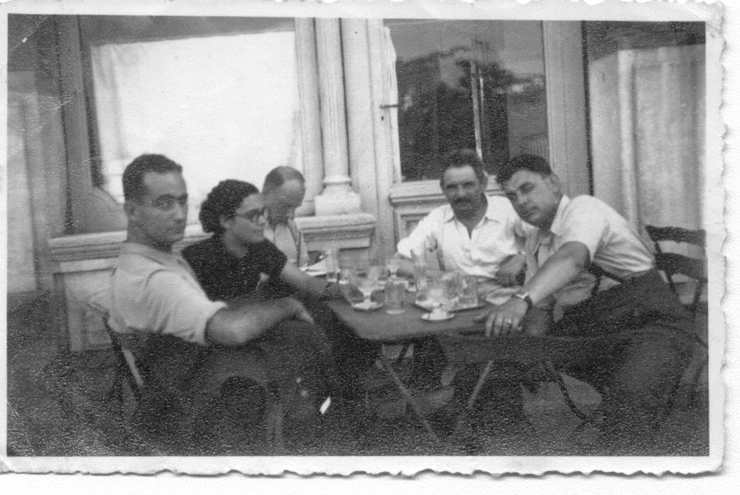 Organizátori plavby do Palestíny, Aron Grünhut druhý sprava. Foto - Archív Martina Mózera