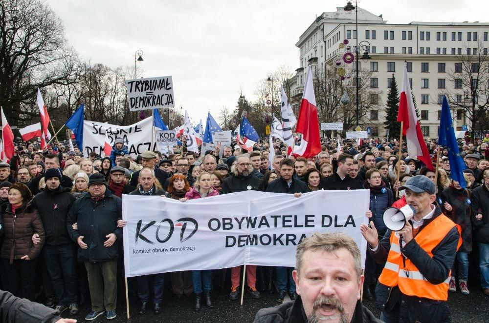 Protesty proti vláde strany Práva a spravodlivosť vo Varšave . Foto – Tomáš Forró