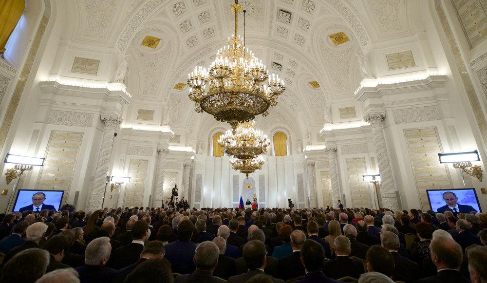 Georgievsky sál v Kremli počúva najobľúbenejšieho politika v krajine. FOTO - AP